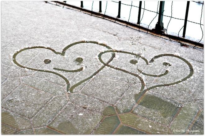 2 Herzen im Schnee