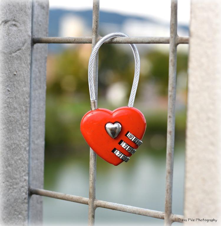 Liebesschloss rotes Herz2.jpg