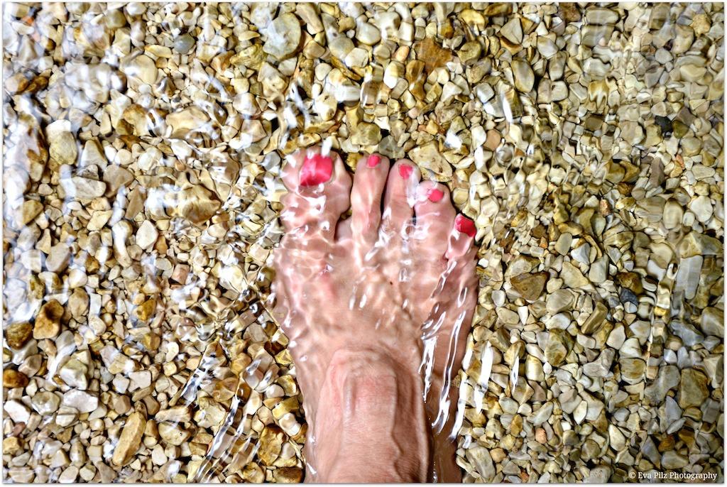 Füße im Wasser.jpg
